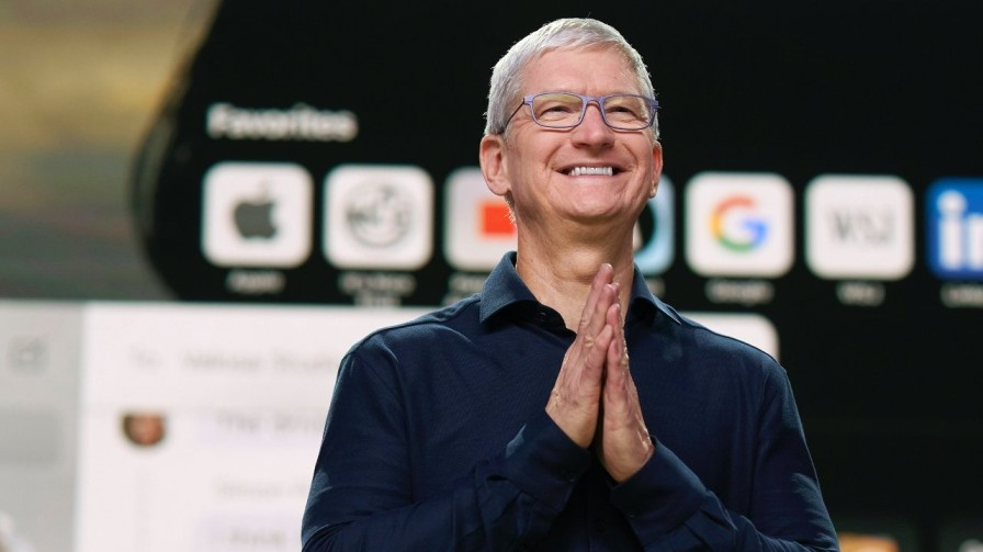 Tim Cook | Top 10 Most inspiring business leaders in World 2021